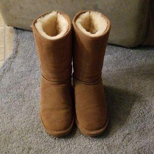 Bearpaw winter fur lined boots
